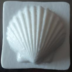 glass scallop tile, glass tile, Nantucket scallop tile, Nantucket glass, bas-relief glass